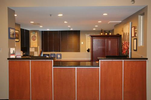 The lobby or reception area at Candlewood Suites Montreal Downtown Centre Ville