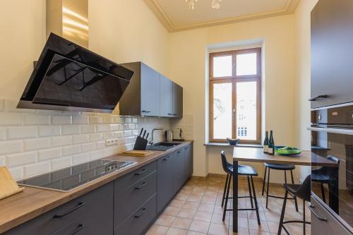 Küche/Küchenzeile in der Unterkunft FEWO Schieferjuwel 1 OG Weingut CA-Haussmann