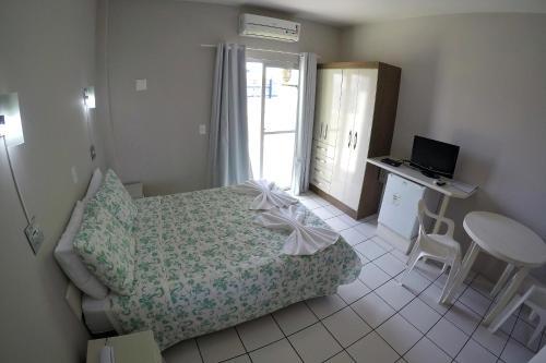 Cama ou camas em um quarto em Ilha Sol Praia Hotel