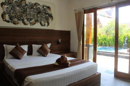 A bed or beds in a room at Singabu Bungalows