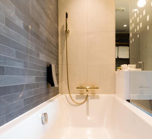 A bathroom at Clarion Hotel Malmö Live