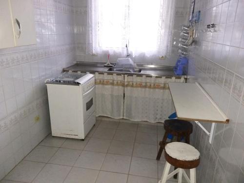 A cozinha ou cozinha compacta de Sossego Perequê-Açú Em Ubatuba