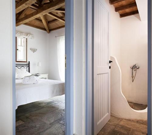 Ένα μπάνιο στο Traditional Houses Near The Sea