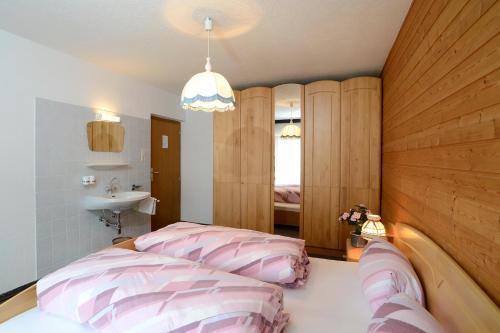 Un ou plusieurs lits dans un hébergement de l'établissement Gästehaus Riml