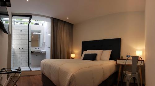 A bed or beds in a room at IFE B&B - Inka Frog Exclusive