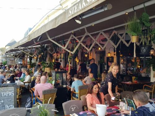Een restaurant of ander eetgelegenheid bij Hotel Valkenhof