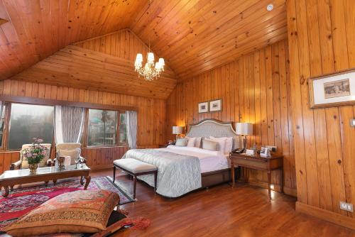 A bed or beds in a room at The Elgin, Darjeeling