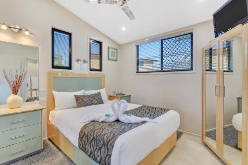 A bed or beds in a room at Brisbane Holiday Village