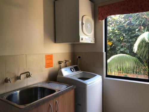 A kitchen or kitchenette at Alfred Cove Short Stay