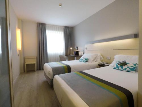 A bed or beds in a room at Holiday Inn Express Pamplona