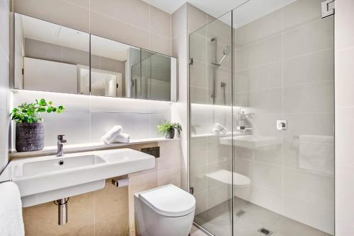 A bathroom at Super convenient pad with resort-style extras