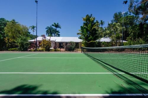 Tennis and/or squash facilities at Shanee Prana or nearby