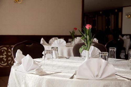 مطعم أو مكان آخر لتناول الطعام في فندق المعادي