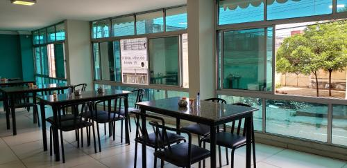 A restaurant or other place to eat at Guarany Hotel Express