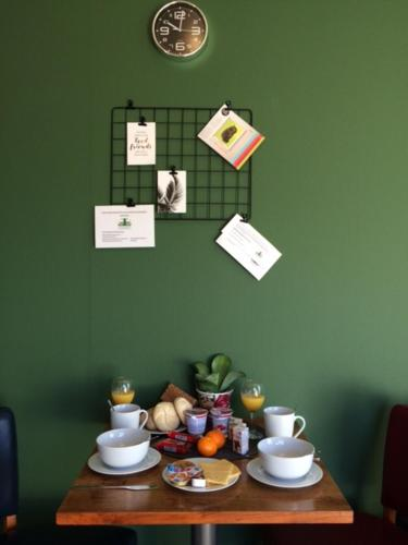 Breakfast options available to guests at Landgoed Leudal