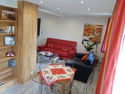 A seating area at Gite duplex du vignoble Alsace