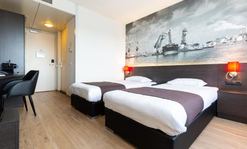 A bed or beds in a room at Bastion Hotel Rotterdam Alexander