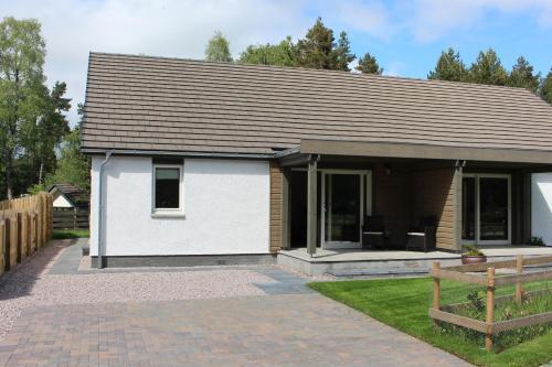 2 Dellmhor Cottages