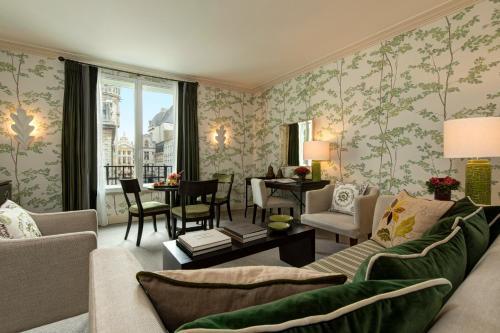 A seating area at Rocco Forte Hotel Amigo