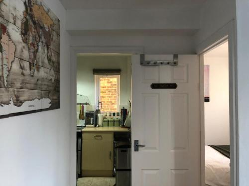 A kitchen or kitchenette at Grundy House