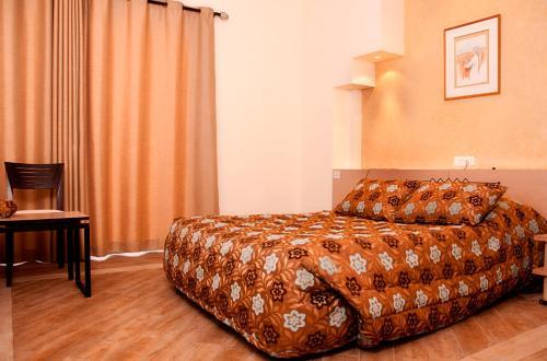 سرير أو أسرّة في غرفة في برج ماربل