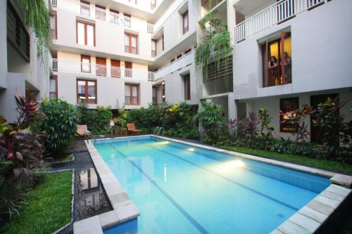 The swimming pool at or close to The Legian Sunset Residence