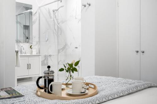 A bathroom at Lake Daylesford Apartment 3