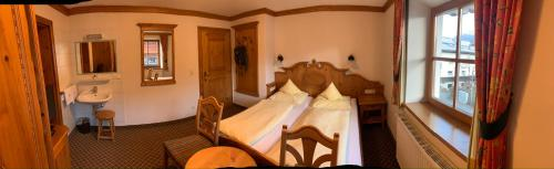 A bed or beds in a room at Pension Schmidinger