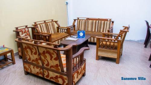 A seating area at Sanemro Villa