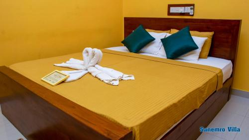 A bed or beds in a room at Sanemro Villa