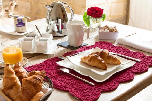 Breakfast options available to guests at Château la Roque Provence