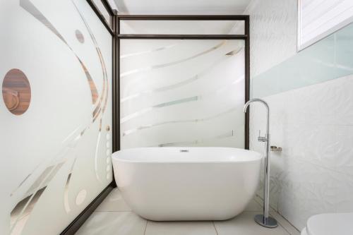 A bathroom at Selamod Village Guest House