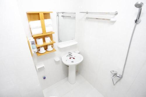 Phòng tắm tại HaNoi Hotel