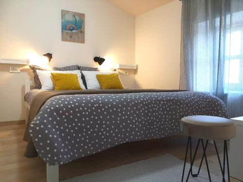 A bed or beds in a room at Apartment Franko - Hum