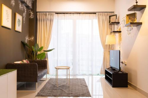 A television and/or entertainment centre at Ophelia Suite by D Imperio Homestay Penang