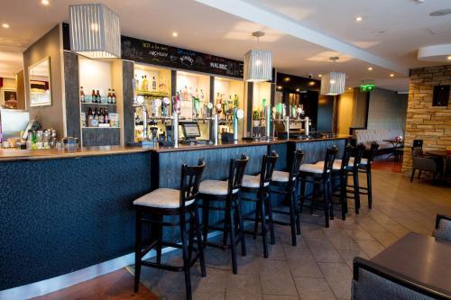 The lounge or bar area at Jurys Inn Cork