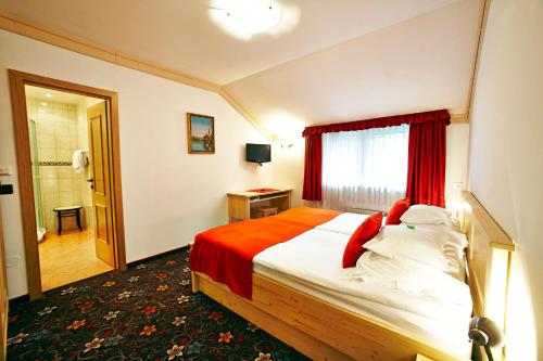 A bed or beds in a room at Alp Pension