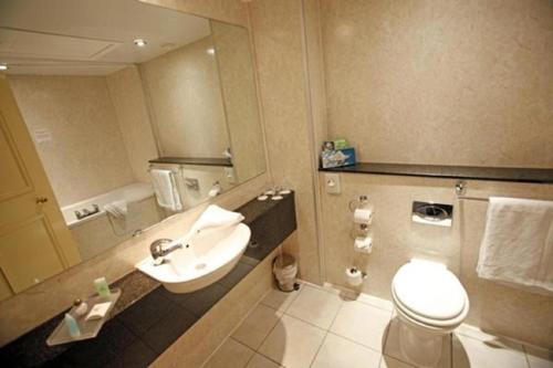 A bathroom at Grand Hotel Sunderland