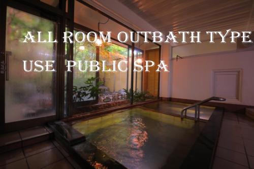 三色坎酒店游泳池或附近泳池