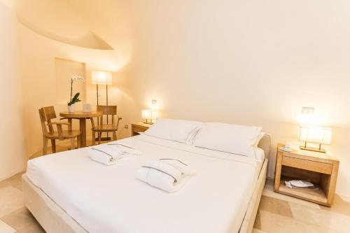 A bed or beds in a room at La Sommità Relais & Chateaux