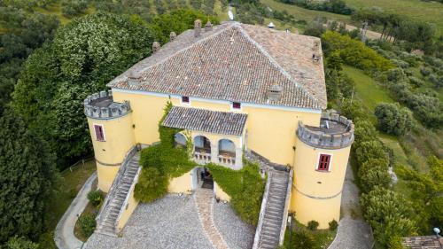 Vista aerea di Castello di Serragiumenta