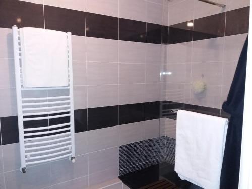 Salle de bains dans l'établissement Wifi chambre cocooning