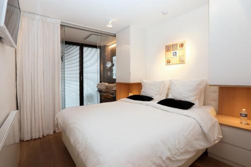 Een bed of bedden in een kamer bij Luxury Suite Koksijde 102 Adult only!