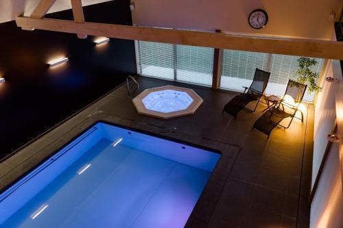 The swimming pool at or close to Casa Lavanda