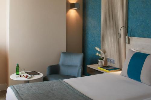 Cama o camas de una habitación en Hotel Faro & Beach Club