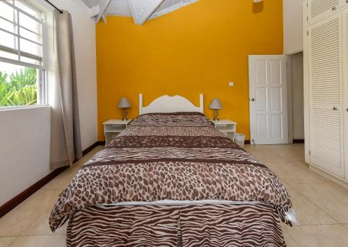 A bed or beds in a room at Best E Villas Providence