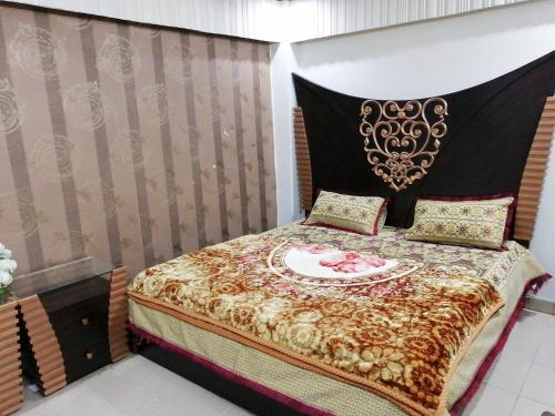 A bed or beds in a room at Bahria Town Furnishad Apartments