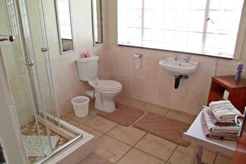 A bathroom at Kaniklani Guest Apartments