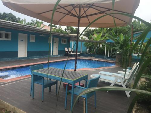 The swimming pool at or near Hotel Residencial Avenida