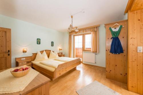 Postel nebo postele na pokoji v ubytování Hocheggerhof - Urlaub am Kinderbauernhof